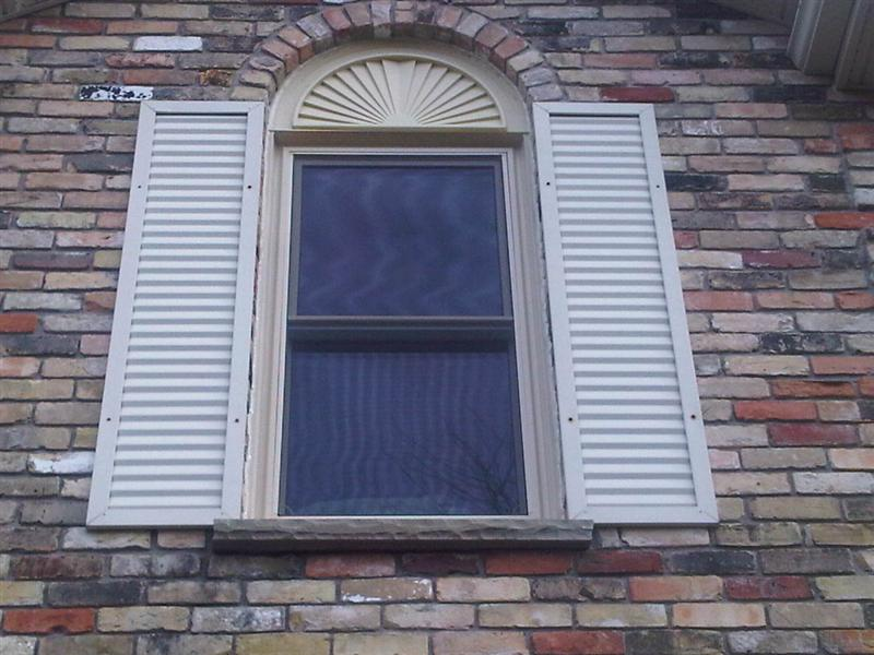 Double hung window with curved fan above